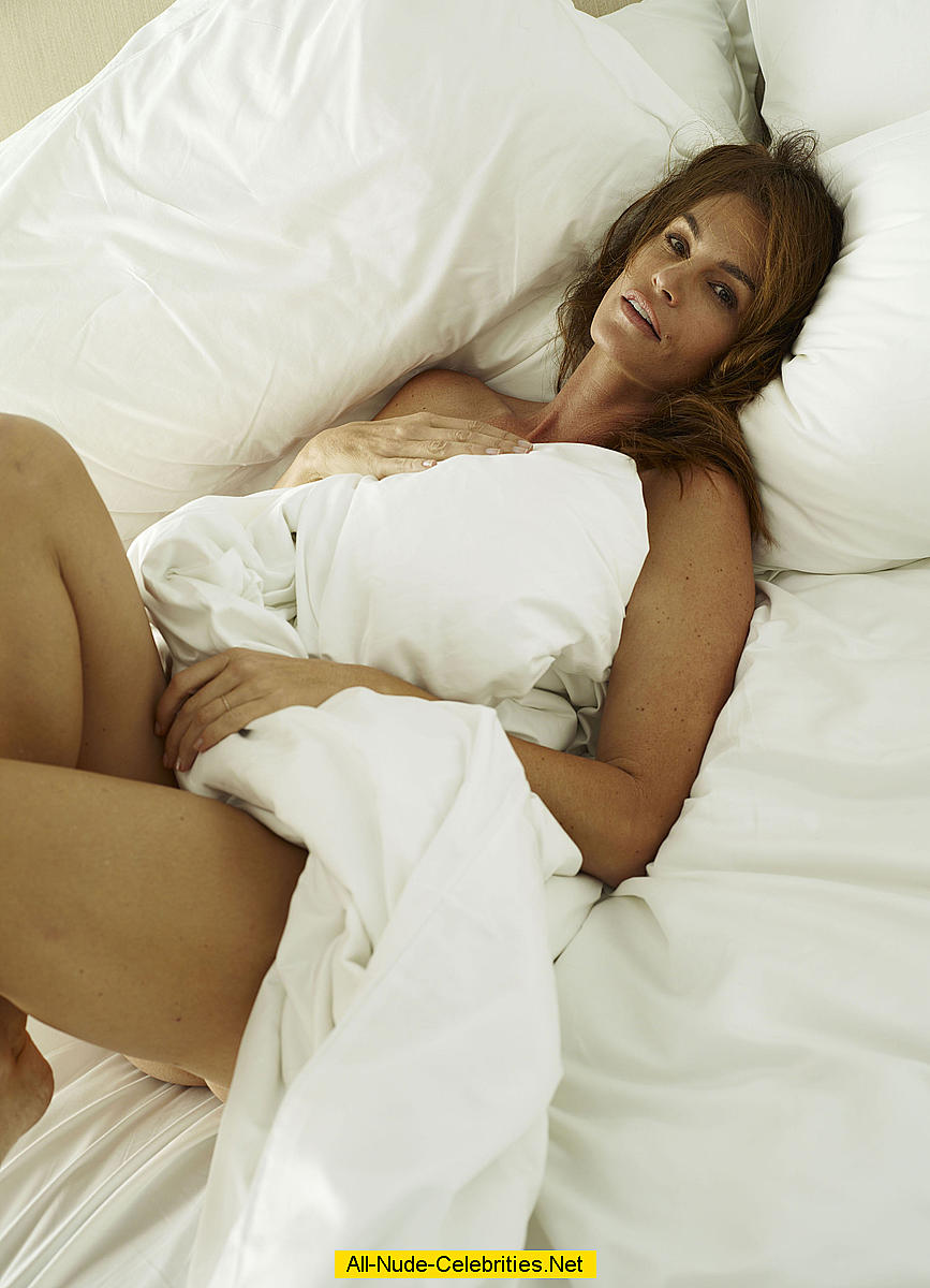 Cindy Crawford naked in a bed photoset: www.easycelebritys.com/c/cindy_crawford_20/dsz.html