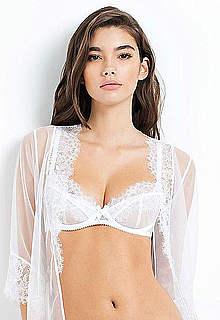 Cindy Mello sexy posing lingerie photoshoot