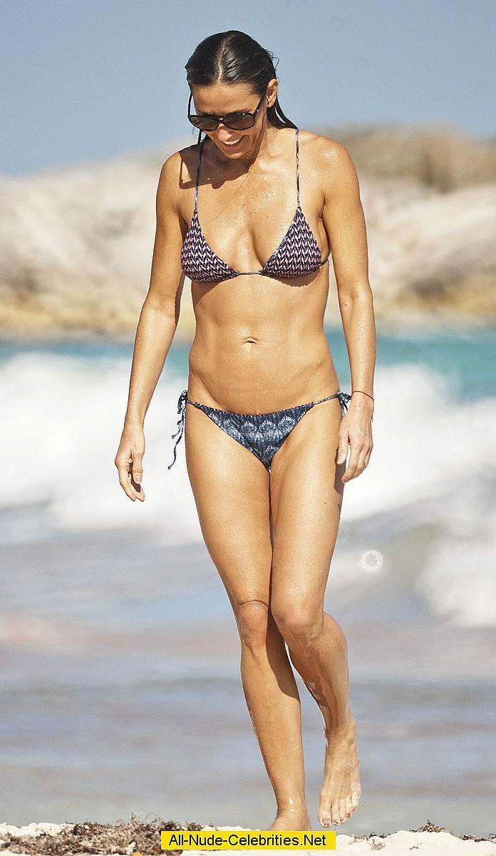 Demi Moore sexy in bik...
