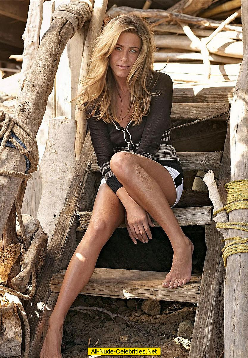 Jennifer Aniston Poses Naked