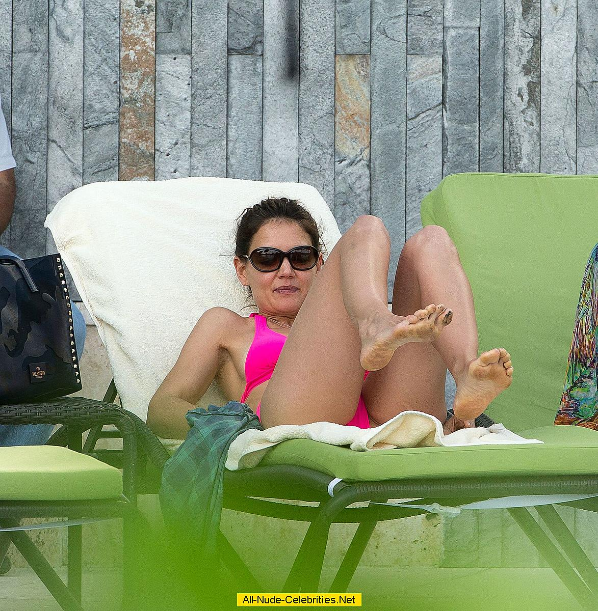 Katie Holmes in pink b...