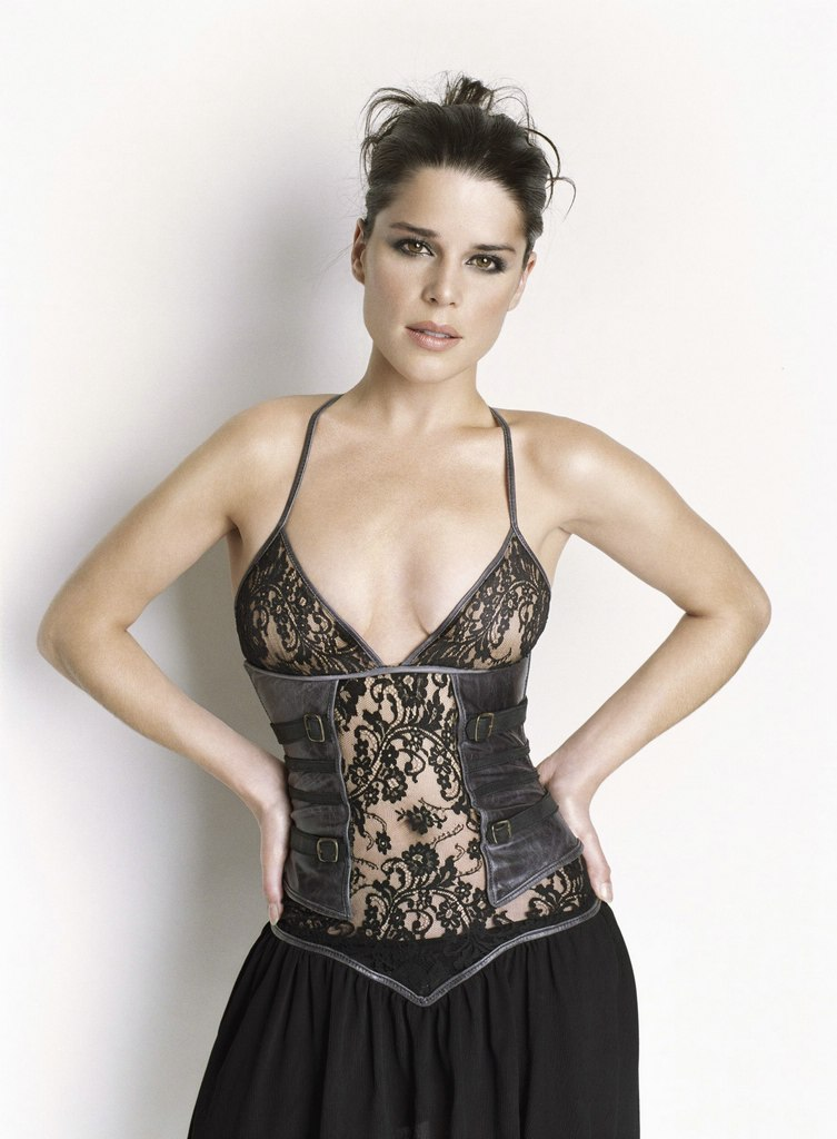 Neve Campbell: www.easycelebritys.com/n/neve_campbell_03/anc.html