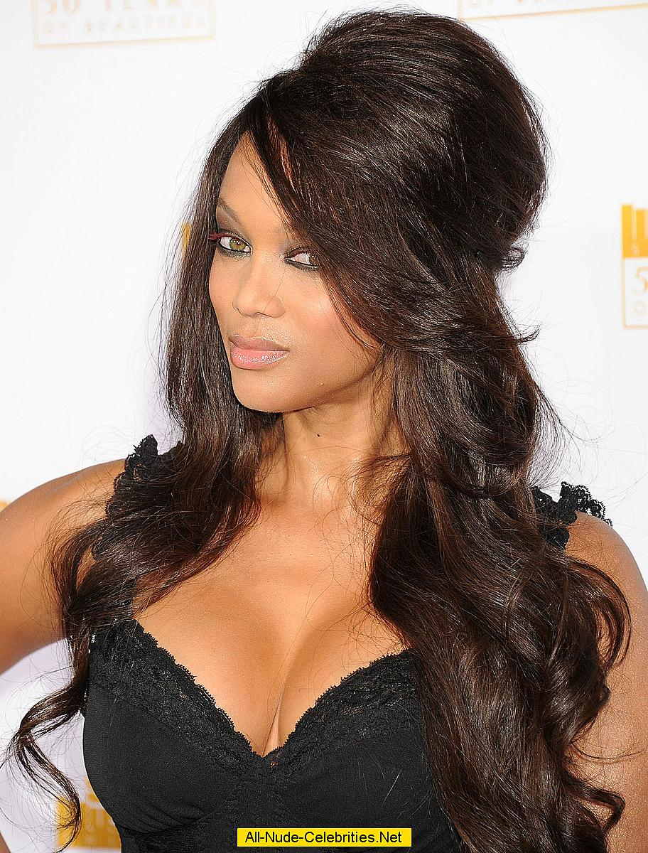 Tyra Banks On Show With Hot Cleavage