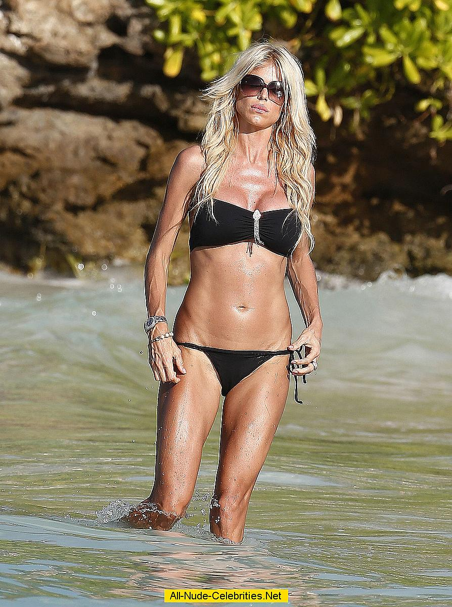 Victoria Silvstedt in black bikni on a beach